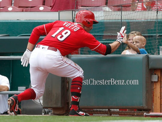 Cincinnati Reds first baseman Joey Votto (19) high