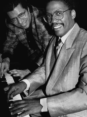 BTM88152006:HANCOCK:NEW YORK-FILE PHOTO 7APR88-Jazz greats Chick Corea (L) and Herbie Hancock tickle the ivories as they meet the press on April 7, 1988. U88152006/CREDIT: BETTMANN-UPI