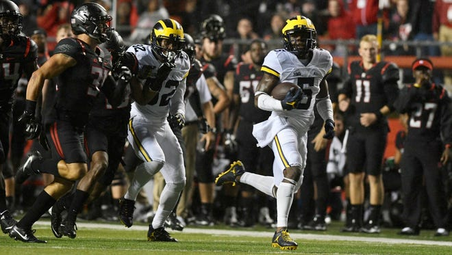 Jabrill Peppers takes off on his 63-yard run in the first quarter.