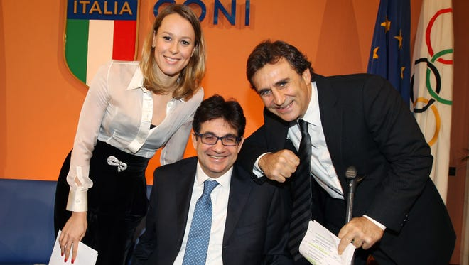 Alex Zanardi (right) won his third Paralympic gold medal in handcycling.