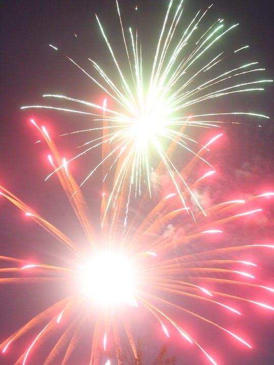 -RENBrd_07-10-2013_MVN_1_A005~~2013~07~09~IMG_-MV0710_4th-firework_1_1_EK4IO.jpg