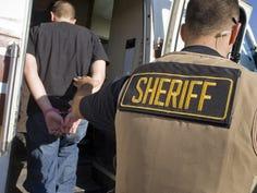 Juez niega más tiempo a víctimas detenidas con Arpaio