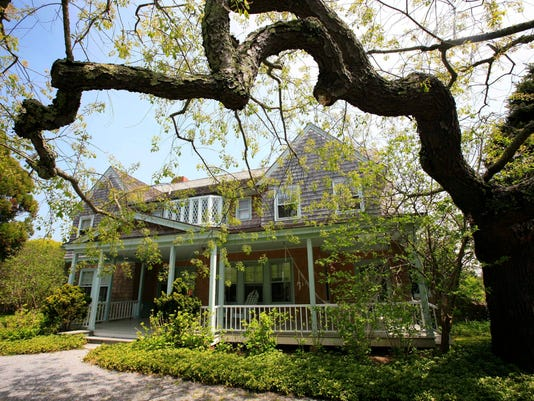AP GREY GARDENS FOR SALE F A FILE ENT USA NY