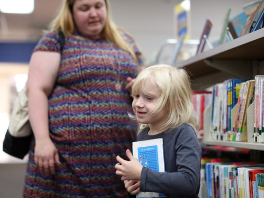 Carolyn Reierstad helps her daughter Jessica, 5, find