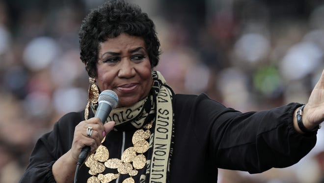 epa06952689 (FILE) The Queen of Soul, Aretha Franklin sings at a Labor Day event which featured US President Barack Obama outside of the Renaissance center in Detroit, Michigan, USA, 05 September 2011 (reissued 16 August 2018). According to media reports, Aretha Franklin has died aged 76 on 16 August 2018 at her home in Detroit.  EPA-EFE/JEFF KOWALSKY *** Local Caption *** 53313442 ORG XMIT: JAK34
