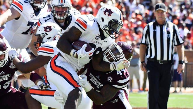 Mississippi State linebacker Leo Lewis feel like he's gaining confidence as the season goes on.