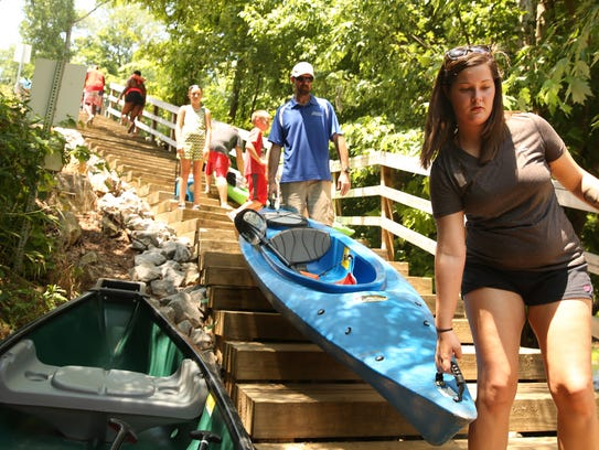 Bluewater Adventure guests get ready to kayak in the
