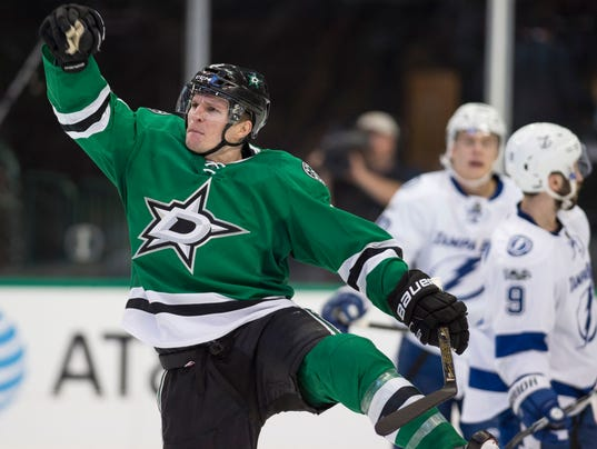 Antoine roussel gets hat trick as dallas stars beat tampa for Interieur sport antoine roussel