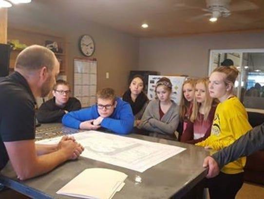 Students and educators visite Glewen & Sons Excavating