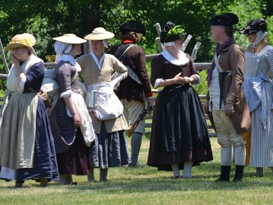 636449657594169643-Professional-historians-and-interpreters-in-18th-century-dress-photo-credit-Brandyn-Charlton.jpg