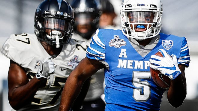 Memphis tight end Sean Dykes (right) scrambles pass the UCF defense for a first down during second quarter action of the the AAC Championship football game in Orlando, Fl., Saturday, December 2, 2017.