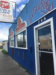 Muchos negocios en Salinas cerraron el jueves, 16 de febrero como muestra de solidaridad con la comunidad inmigrante en todo el país.