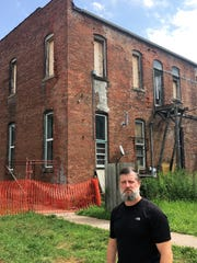 Madrid Mayor Dirk Ringgenberg outside a neglected property