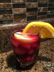 You can top off your finished tinto de verano with an orange slice to give your drink a little more flavor.