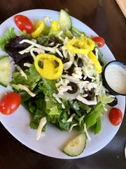 House salads at Ryan's have greens, romaine lettuce, tomatoes, onions, black olives, banana peppers and shredded mozzarella, and they're all fresh, crisp and nicely presented.