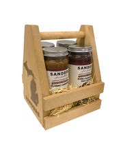 A crate with four jars of Sanders fudge.