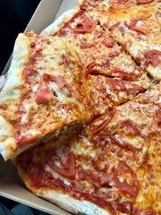 The pizzetta (tomato, soppressata and provolone) from