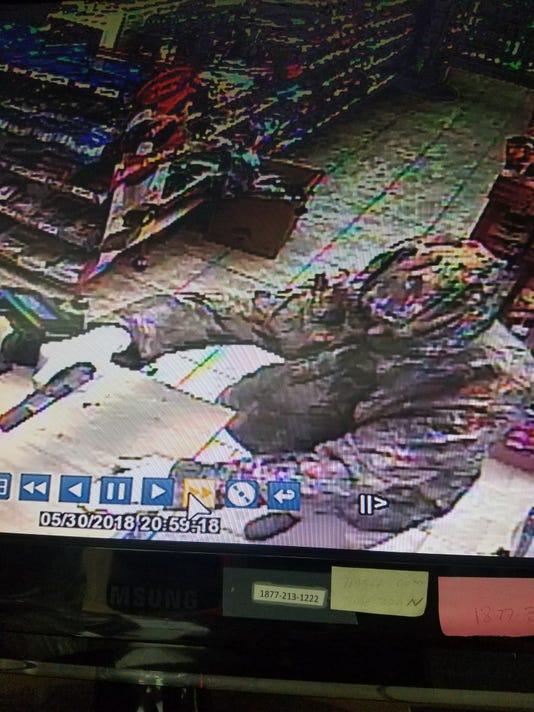 636633612541367102-New-robber.jpg