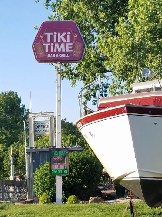 636635017086177290-Tiki-sign.jpg