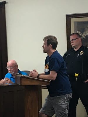 Greenbrier resident Jonathan Foote addresses the city's board of mayor and aldermen during their regular monthly meeting on June 4.