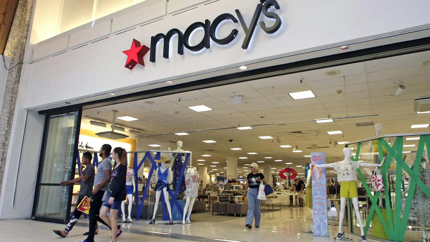 Macy's trims holiday hires by nearly 4%