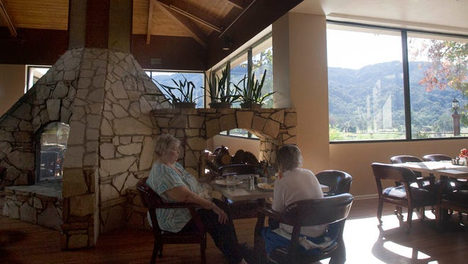 Patti Bagley (left) and Betty Pitman enjoy breakfast at the Soule Park Golf Course restaurant in Ojai.