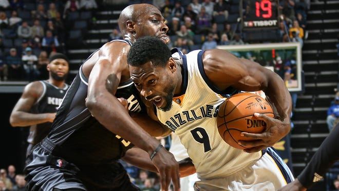 Memphis Grizzlies Tony Allen drives against the defense of Sacramento Kings Anthony Tolliver.