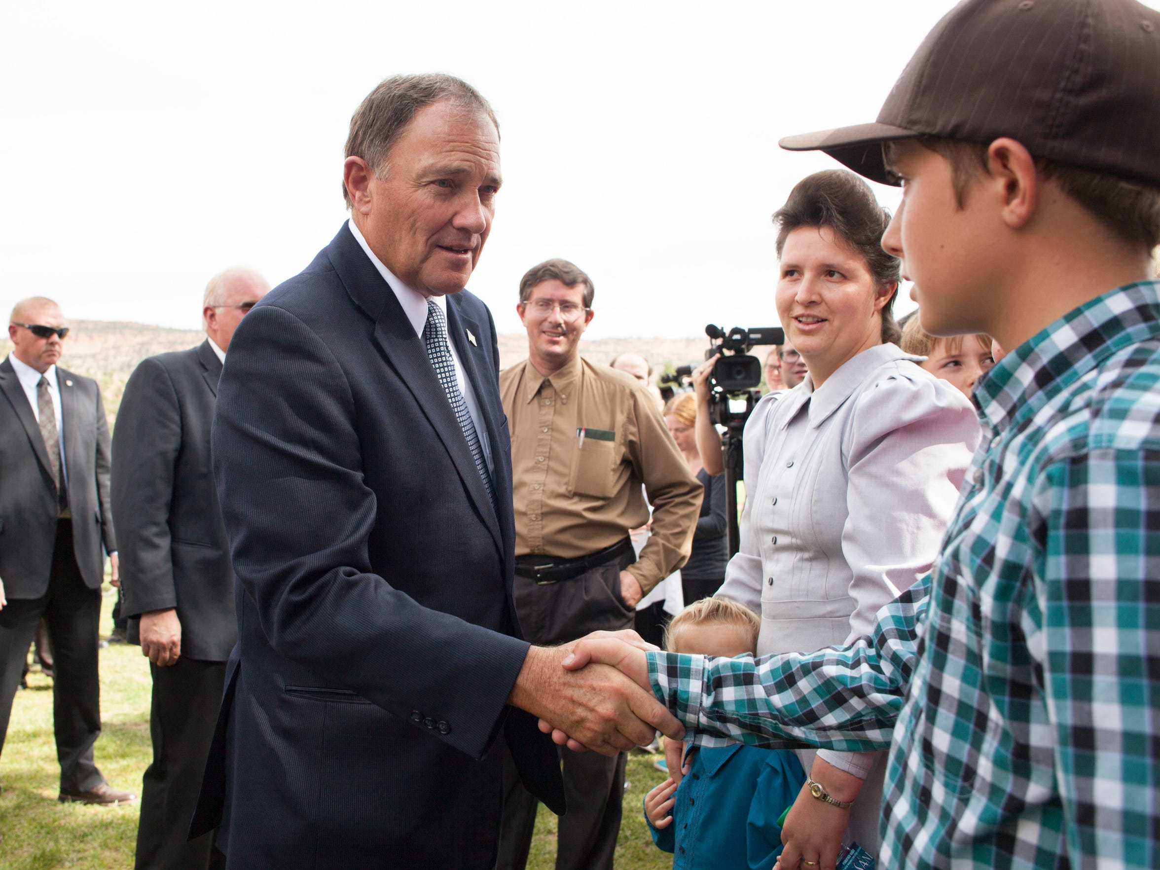 Utah Gov. Gary Herbert meets with residents of the