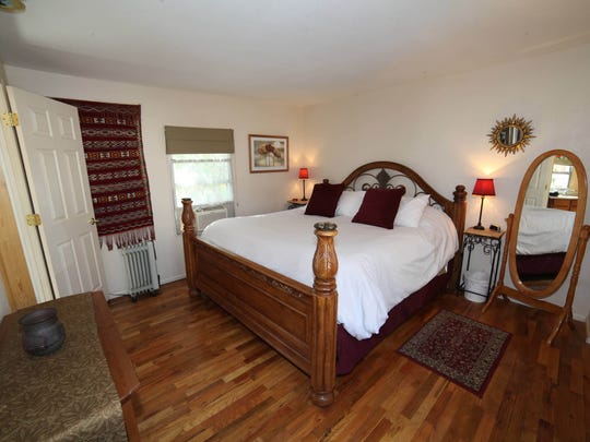 Gardens at Mile High Ranch offers seven comfortable units ranging in size. An optional continental breakfast can be served in the rooms.