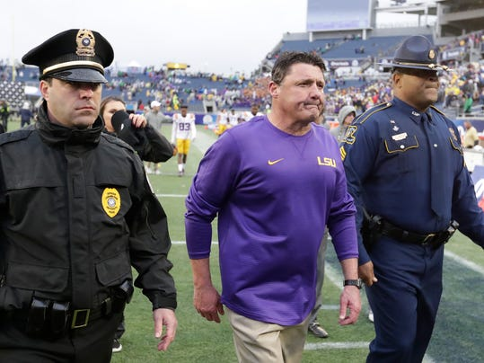 LSU head coach Ed Orgeron, center, leaves the field after losing the Citrus Bowl NCAA college football game against Notre Dame 21-17, Monday, Jan. 1, 2018, in Orlando, Fla. (AP Photo/John Raoux)