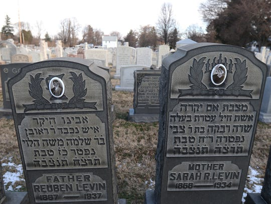 Reuben and Sarah Levin's photos on the gravestones