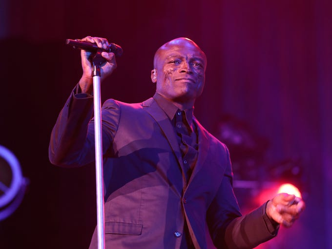 Seal used the whole stage during his performance.