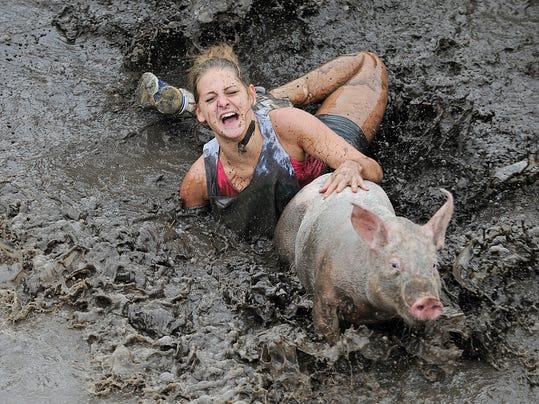 FON_071713_pig_wrestling_Dundee_001.JPG