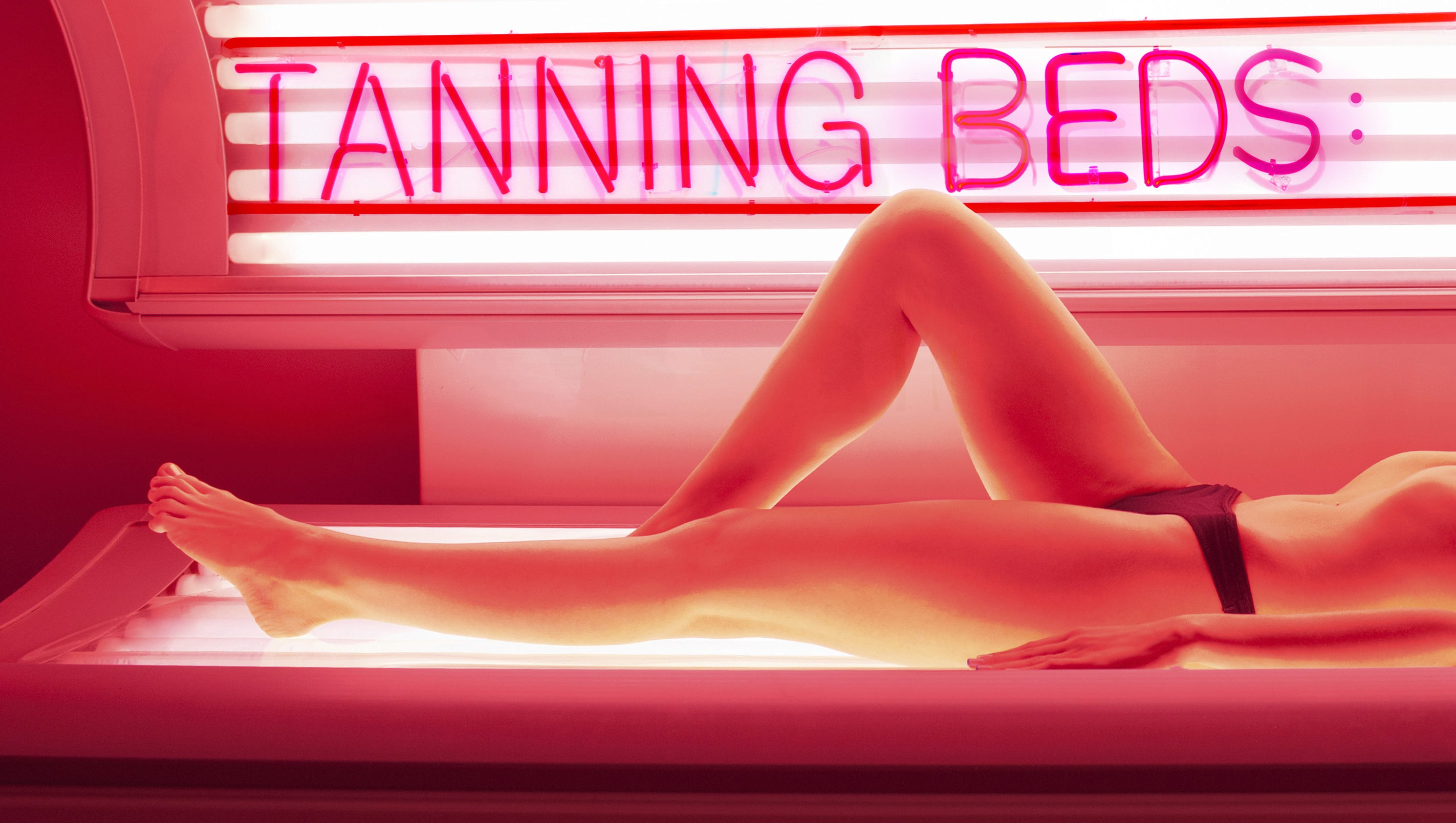 tanning beds and cancer Are you still going to indoor tanning booths you should know that artificial ultraviolet radiation (uv rays) emitted from tanning beds and sun lamps, causes cancer.