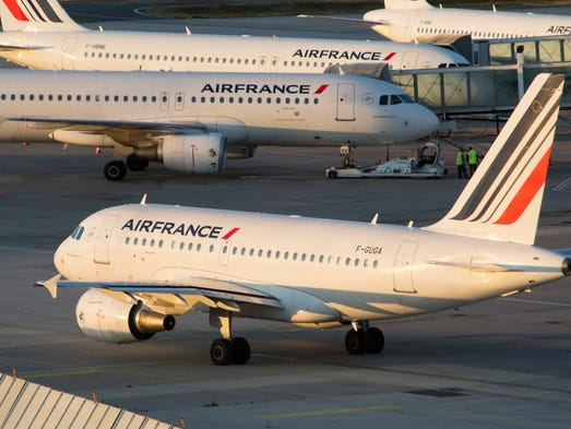 Strike air france cancels 30 of flights air france planes at paris charles de gaulle sciox Image collections