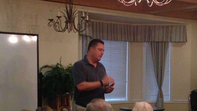 John Oceguera listens to residents' concerns.