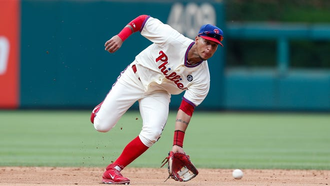 Ronny Cedeno #7 of the Philadelphia Phillies fields a ground ball in the sixth inning of the first game of a doubleheader against the Atlanta Braves at Citizens Bank Park.