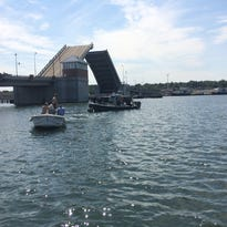 Man dies after car plunges into water in Sturgeon Bay