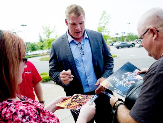 Glenn Jacobs signs posters for Tammi and Steve Lowe