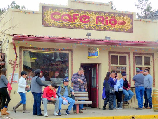 Shoppers found it hard to pass up the pizza at Cafe Rio.