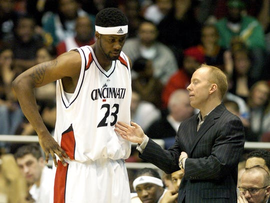 Mick Cronin talks with Ronald Allen during a loss to Louisville on Jan. 31, 2007.