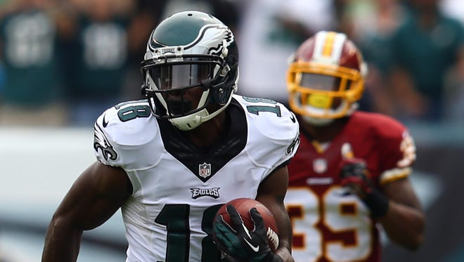 Philadelphia Eagles wide receiver Jeremy Maclin (18) runs with the ball after the catch as Washington Redskins cornerback David Amerson (39) tries to defend during the first half at Lincoln Financial Field.