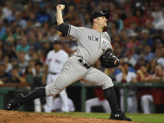 Yankees relief pitcher David Robertson (30) pitches