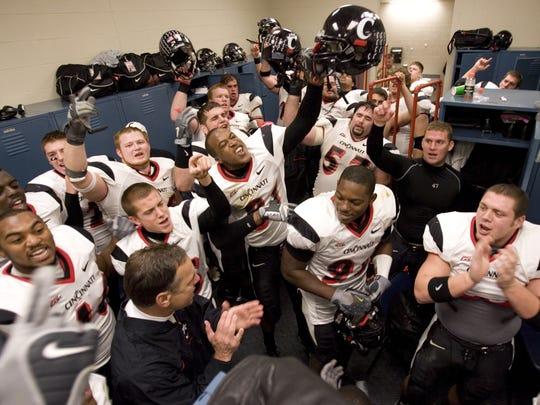 Mark Dantonio celebrates with his Cincinnati team after