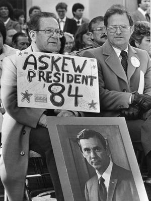 Tallahassee businessman F. Joseph Nahoom makes it clear former Florida Gov. Reubin Askew is his choice for president in this Jan. 4, 1983 photo.