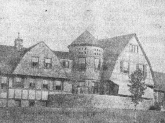 The front view of the Broome Mansion in 1906.