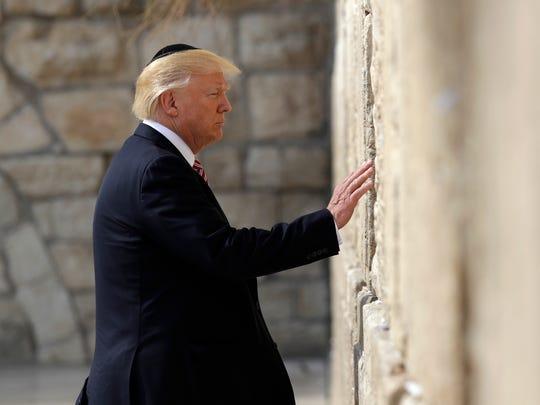 Foto de Trump en su visita al Muro de los Lamentos, en Jerusalem.