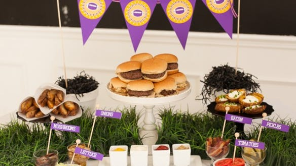 burger-slider-bar-super bowl-10-580x475