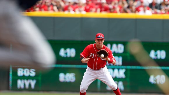 Reds third baseman Todd Frazier fields a ground ball off the bat of the Rays' Evan Longoria, foreground, during the first inning Sunday.