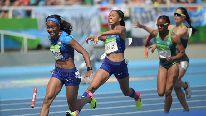 Allyson Felix (USA) can't get the baton to English Gardner in the 4x100 relay.